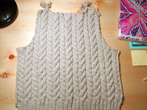Conflicting_cable_cardigan_back